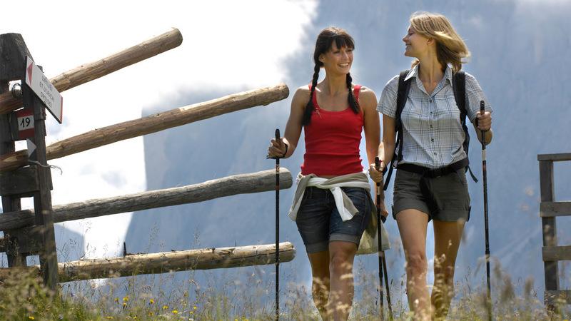 Все, что нужно знать о скандинавской ходьбе